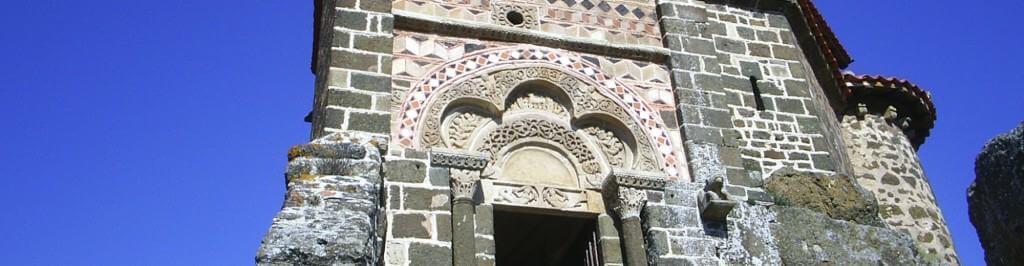 Exterieur kapel Saint Michel d'Aiguilhe in Le Puy en Velay
