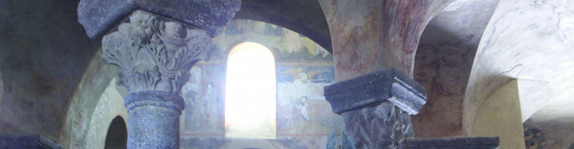 Interieur kapel Saint Michel d'Aiguilhe in Le Puy en Velay