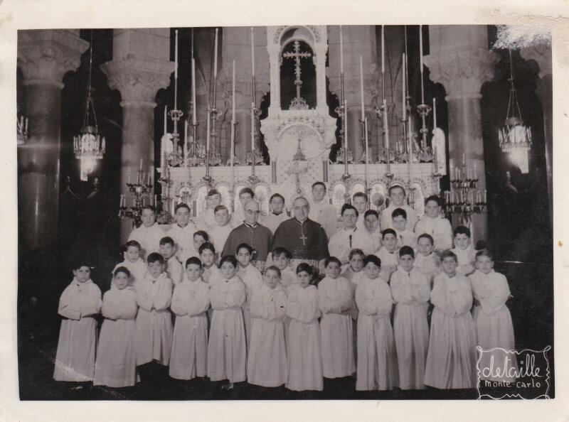Maîtrise Monaco bij het altaar van de cathédrale 1948 of '49, José staat rechts van de Curé op de tweede rij.
